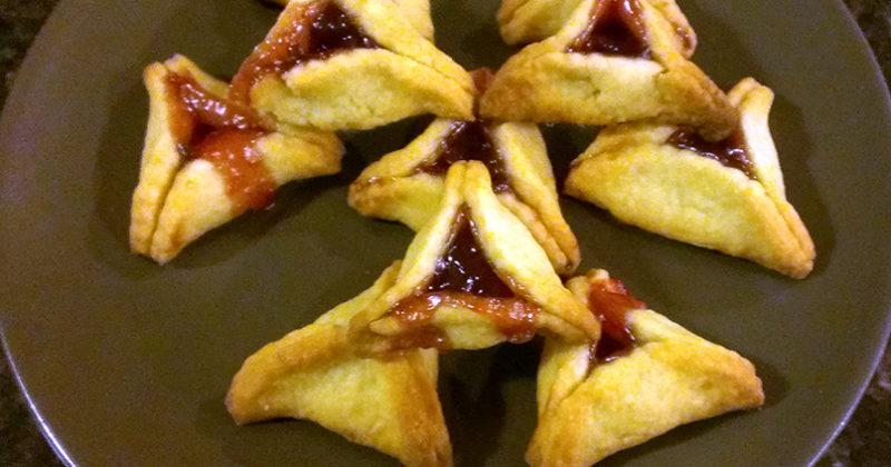 Tot Shabbat, Community Dinner, and More This Week at TEMV