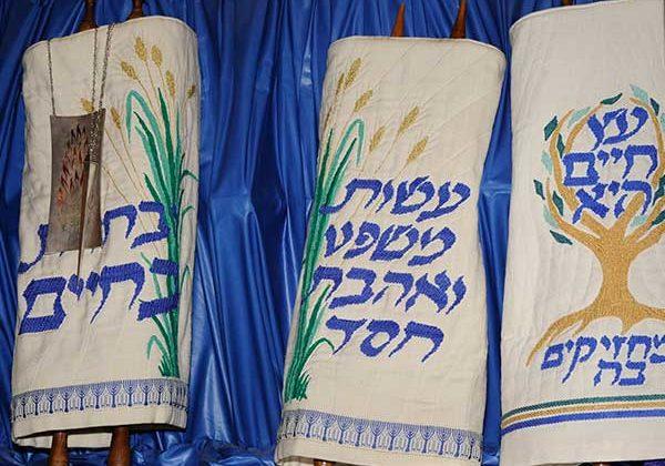Tot Shabbat, Erev Shabbat, and Saturday Morning Services This Week at TEMV